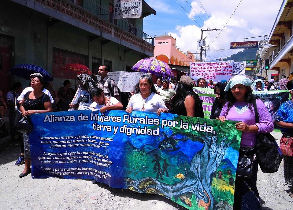 Bilete er frå ein kvinnemarsj mot utbyggingane i Barillas, foto: Alba Sud fotografia