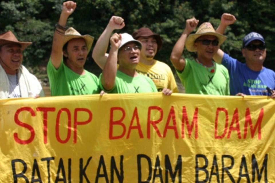 Urfolket i regnskogen i Sarawak, som er en provins av Malaysia, har protestert i årevis mot dambyggingene som vil legge store områder under vann, foto: SAVE Rivers